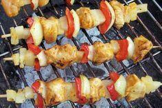 Grillen: Hähnchen-Ananasspieße mit Curry-Honig-Marinade
