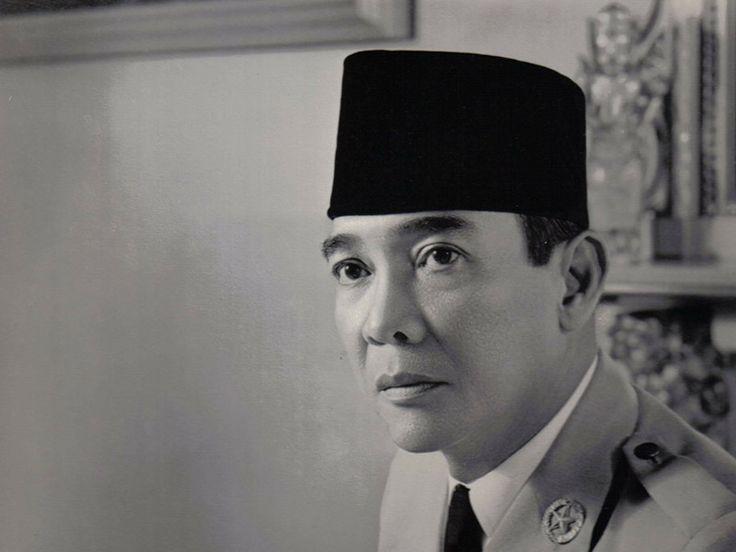 Soekarno adalah Seorang orator, proklamator, dan presiden pertama Indonesia. Di bawah kepemimpinannya, Indonesia berhasil memerdekakan diri.