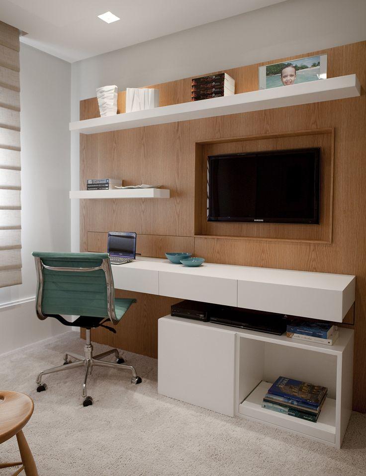 Decoração de: Home office; cadeira com rodízios azul;  Casa de Valentina
