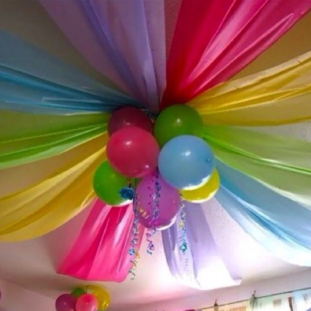 balloons ceiling