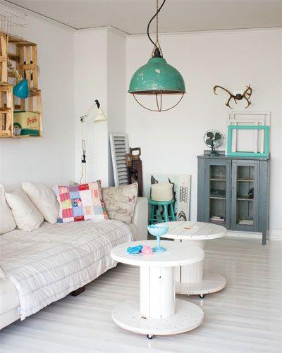 Bobinas de cable pintadas y recicladas como mesas de centro Muebles low cost (parte I: crear una mesa con una bobina de cable)