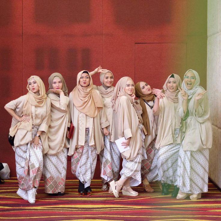 "Nissa Trikania Alexandri on Instagram: ""Ich-in da hood! Bridesmaids uniform by @shindidaisa """