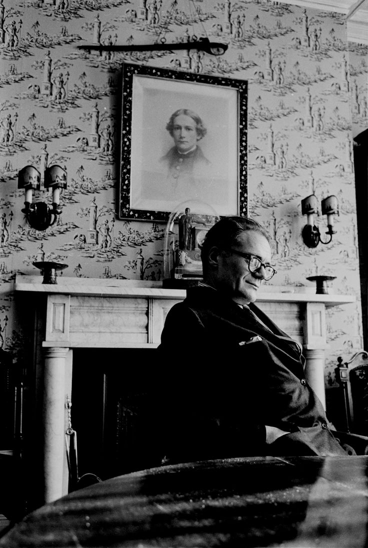 Clinical psychologist Kay Redfield Jamison's Robert Lowell: Setting the River on Fire intimately details the Pulitzer Prize-winning poet's mental illness and how it shaped his poetic output.