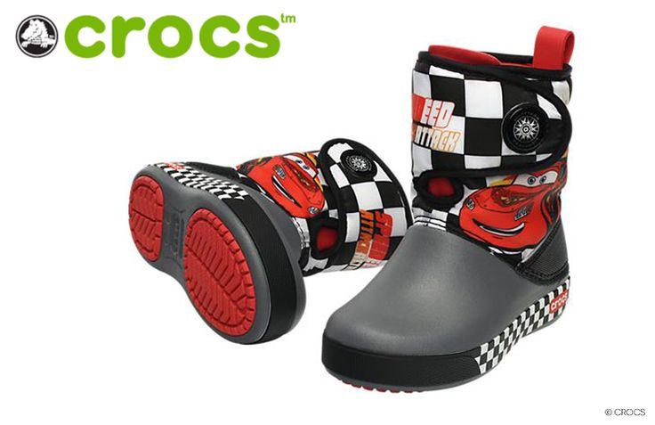 Cars Stiefel von Crocs - Jedes Jahr im November packe ich aufs Neue meine Winterstiefel aus, putze sie und sprühe sie mit einem Nässeschutz ein. Für meinen Sohn allerdings muss ich sowieso jedes Jahr neue Stiefel kaufen, da die Kleinen in diesem Alter sehr schnell wachsen und Schuhe meist nur eine Saison tragbar si... - http://www.vickyliebtdich.at/cars-stiefel-von-crocs/