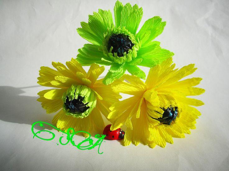 Как сделать красивый цветок герберы с конфеткой внутри вы узнаете в данном мастер-классе.