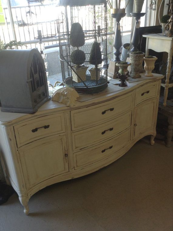 vintage off white shabby chic sideboard buffet dresser sideboard buffet shabby and white. Black Bedroom Furniture Sets. Home Design Ideas