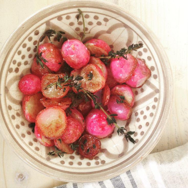 Geroosterde radijsjes met tijm. Heerlijk bijgerecht naast vis of in een detox salade.