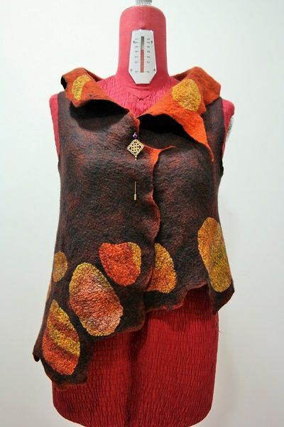 Colete em Lã merino extrafina e seda. Jacket in extra-fine merino wool and silk. Flora Silva ideiasdaflora@gmail.com Portugal