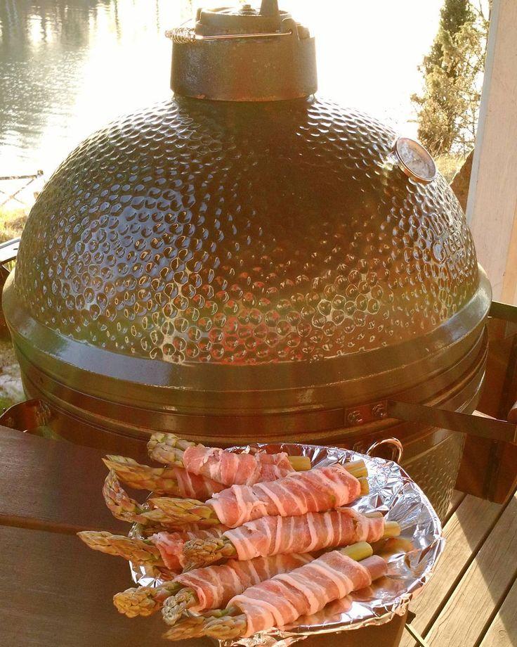 Asparagus done better :) #biggreenegg #grillshop.fi by d_sten