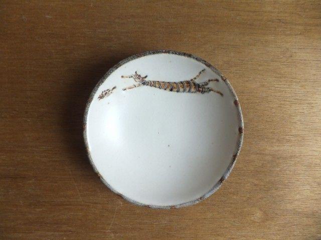小皿№9 再度:ネコ(魚を捕まえる) - 小峰美省