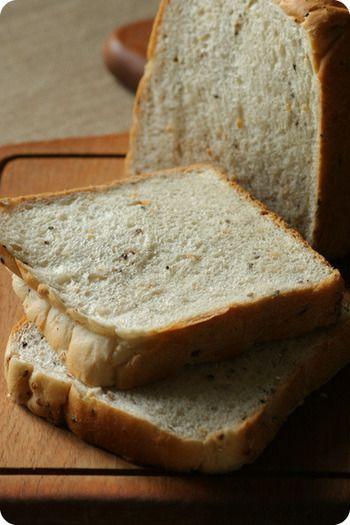 やっぱりシンプルが美味しいね!人気の「食パン」を全国から集めたよ ... 大豆、大麦、ごま、玄米、キアヌの五穀がたっぷり入った「