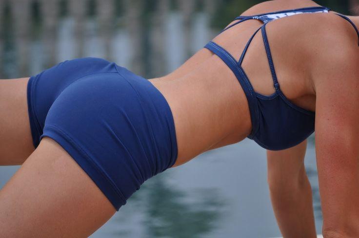 """Os melhores exercícios e treino para glúteos não são o que maioria das mulheres imaginam. Você não precisa fazer centenas de exercícios isolados com """"pesin"""