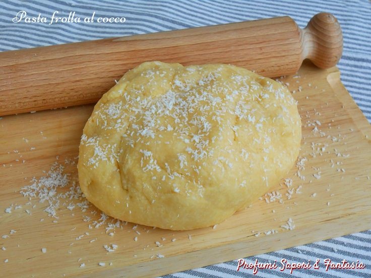 La pasta frolla al cocco ve la propongo in due versioni: procedimento tradizionale o con il Bimby. Una ricetta facile e veloce anche da congelare.
