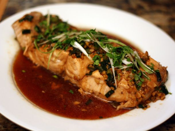 Steamed Salmon with Garlic and Ginger: Dinners Tonight, Gingers Salmon, Steam Salmon, Oysters Sauces, Yummy Food, Gingers Recipes, Serious Eating, Favorite Recipes, Salmon Recipes