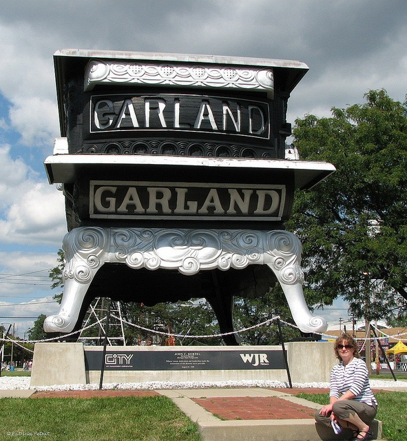 Garland Stove ~ Michigan State Fair Grounds 2009 ~ World's Largest Stove