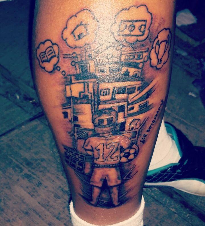 Futbol, su vecindario, sus creencias... su vida. #ink #futbol #tinta #tatuajes #tattoo #art #arte #soccer #guns #streetstyle Pigmento Tattoo Studio / Tatuajes a domicilio Whatsapp: 5881-5711 Email: pigmentotattoostudio@gmail.com