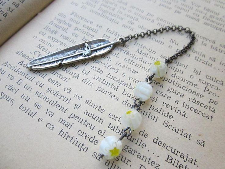 Semn de carte cu frunza argintie in stil tibetan si margelute millefiori. Mai ai nevoie de ceva ca sa te relaxezi in gradina? A, de o carte! :)