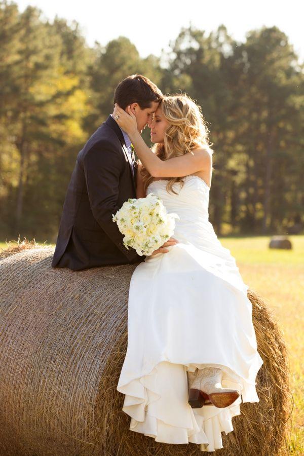 hay bale portrait | Leah Jean #wedding