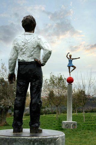 Senza titolo (Uomo e Ballerina) by Stephan Balkenhol, 2005_Parco Internazionale della Scultura MARCA_ Catanzaro (IT)
