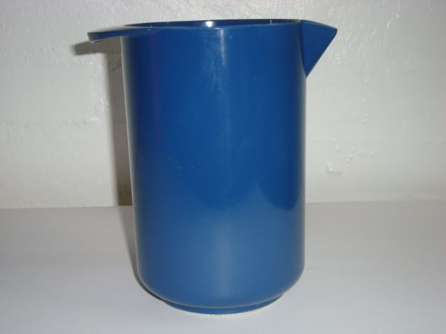 Rosti Danish design retro jug from the 70s made in melaminplastic and designed by Erik Lehmann. Rosti retro mixkande fra 70'erne. #Rosti #retro #jug #60s #mixkande #melamin #kitchenware #Lehmann #Danish #design From www.TRENDYenser.com SOLGT/SOLD.