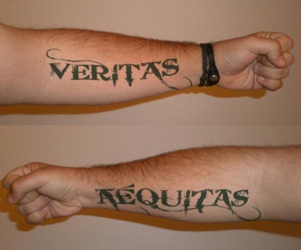 Der blutige pfad gottes tattoo hand