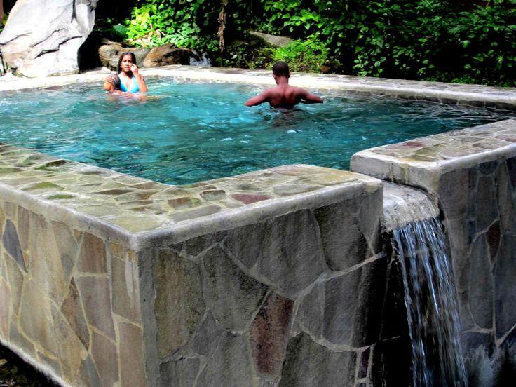 On trouve dans les hauteurs de Gourbeyre, précisément à Dolé, de nombreux bassins qui font la joie des baigneurs petits et grands. Parmi eux le bassin Dolé ou bassin public de Dolé. Situé en bordure de route (D7) il est très facile d'accès ce qui fait...