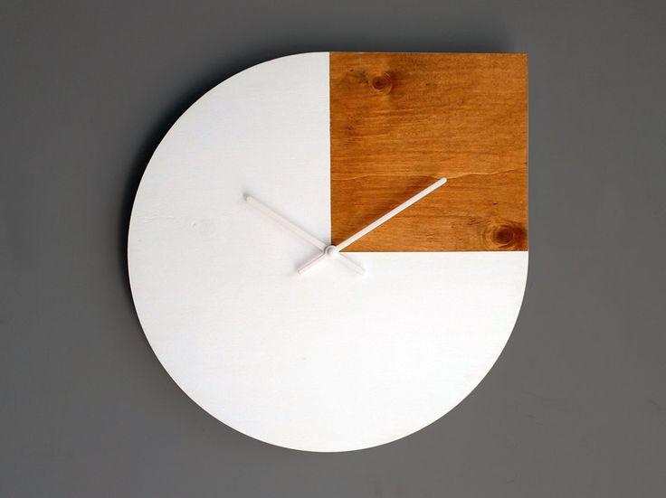Orologio da parete in legno citazione di Andy Warhol di LOHNtime