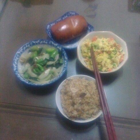 午餐(炸銀絲卷  炒青菜    蛋炒青蔥紅蘿蔔