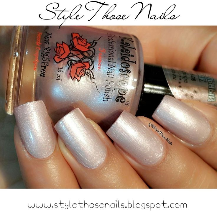 Please read more here http://stylethosenails.blogspot.com/2015/10/kaleidoscope-mirror-polishes-no-f-07.html Style Those Nails: Kaleidoscope Mirror Polishes No. f-07 and f-08 : Swatches and Review of El-Corazon Polishes