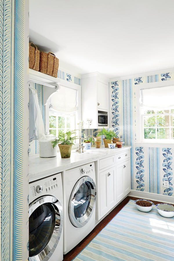 Classic Georgian Style Blue and White Laundry