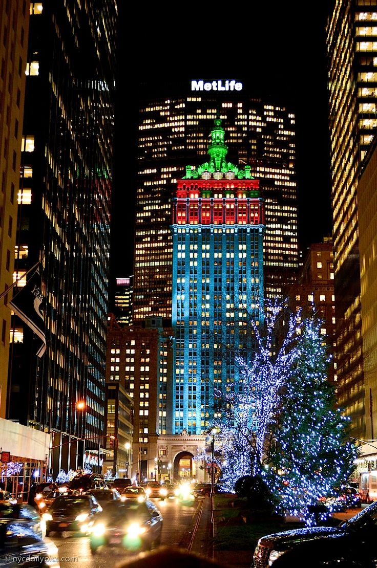 Holiday Lights in New York City: Park Avenue,The Helmsley Building