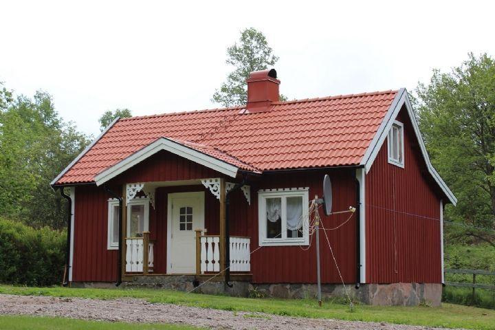 Swedish Stuga | Nyrenoverad och naturnära stuga (Stuga uthyres i Fenjabo, Gullabo ...