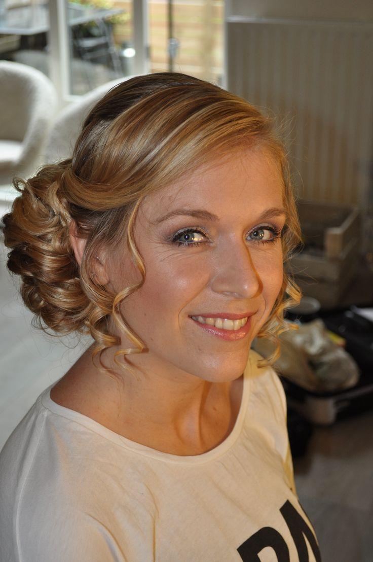 Prachtige natuurlijke bruidsmakeup met zachte tinten. Natural bridal make-up by Bruid en Beauty Almere