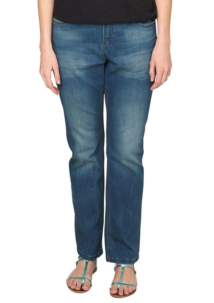 """Stretch-Jeans Authentische Waschung mit Sitzfalten-Effekten in der Waschung. 5-Pocket-Form mit Reißverschluss. Figurbetonte Passform """"Kurvig"""" mit leicht vertieftem Bund und schmalem Bein für eine ausgeprägte Hüfte, einen runden Po und stärkere Oberschenkel. Elastische, anschmiegsame Denim-Qualität aus Baumwollmix. Eine gut sitzende Bluejeans sollte in keinem Kleiderschrank fehlen und kann einfa..."""