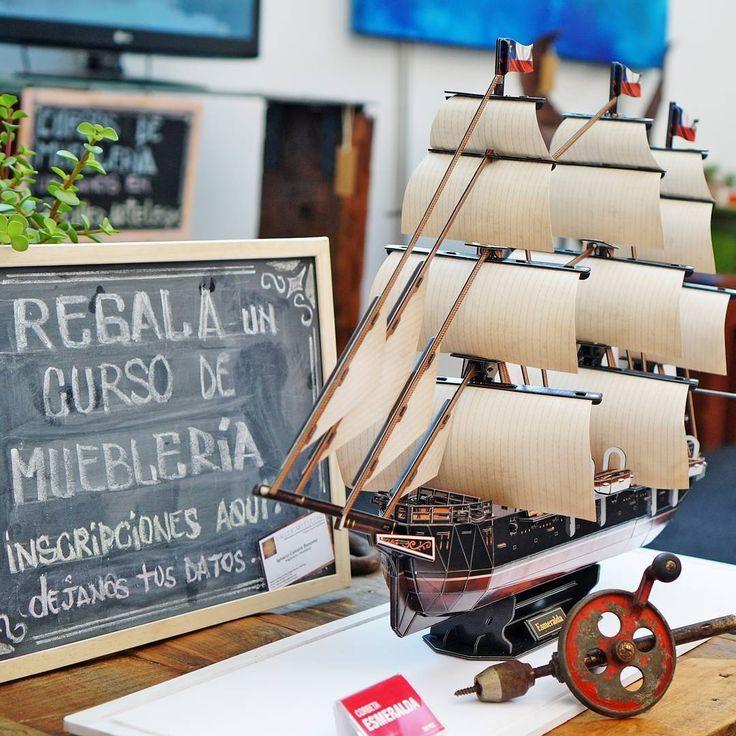 La #esmeralda de ⚓️#arturoprat en el stand de @urkudesign #urkudesign muebles personalizados hechos de madera reciclada. @hogarboulevard fotografia tomada en #hogarboulevard por #cubicfunclub #cubicfun