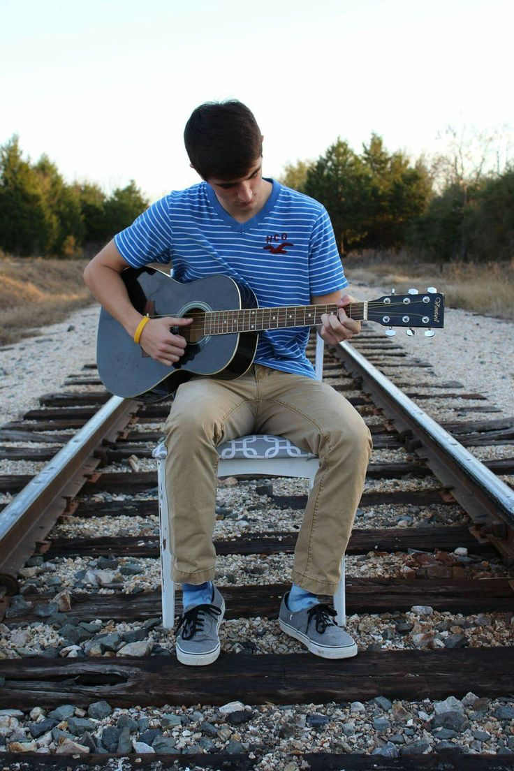 Senior pictures.  Railroad. Fall.