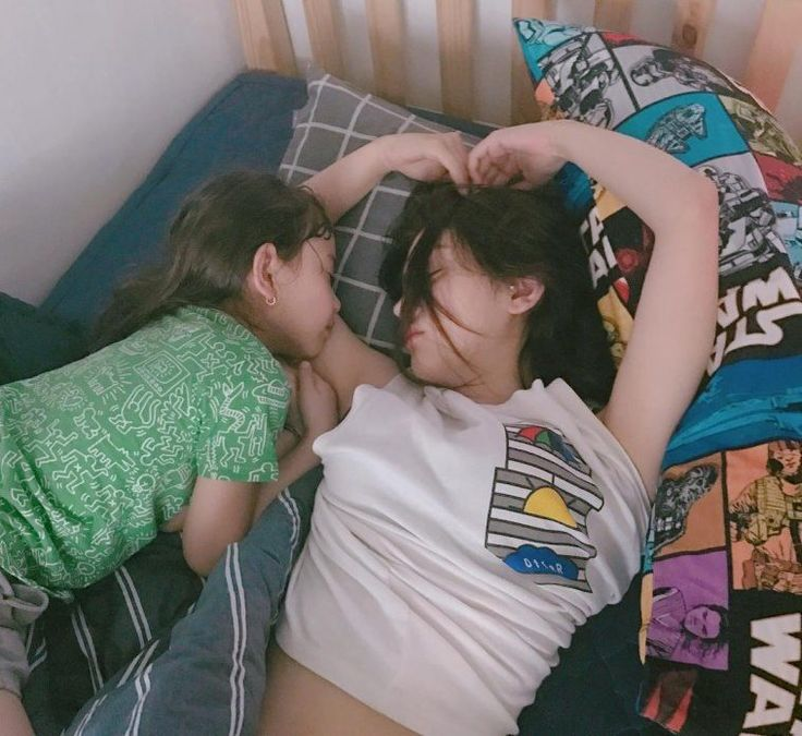 SoMi (ex I.O.I) and her sister