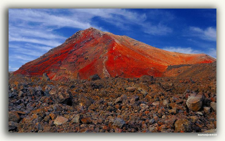 Montañas del Fuego, Lanzarote, Islas Canarias, Espana... Fire Mountains, Lanzarote, Canary Islands, Spain.