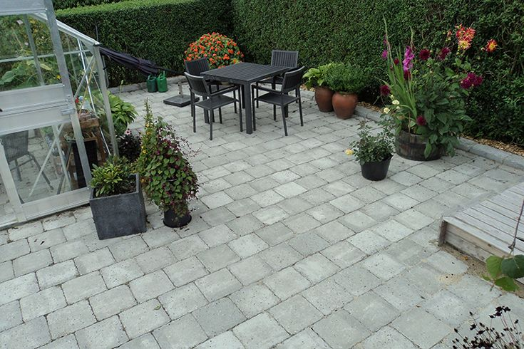 rc-beton-herregaardssten-herregaardskvadrat-2-30x30-cm.jpg 750 ×500 pixels