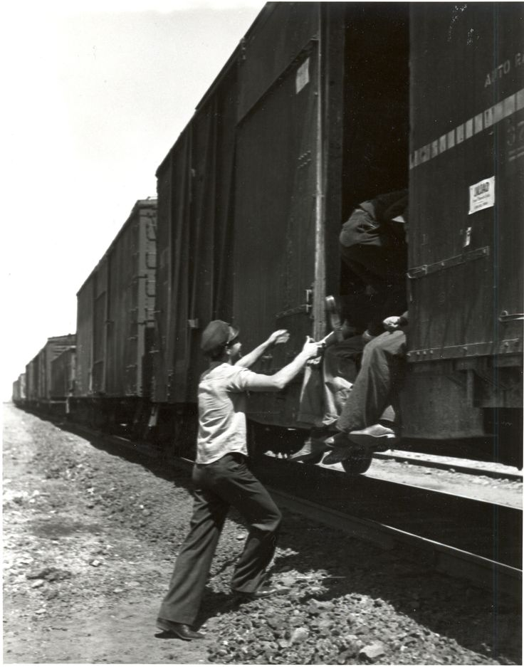 "Young men ""riding the rails"" to find work during the 1930s.Hobo, Railings, The Roads, Buckets Lists, Crisis Pictures, Freight Training, Desperate 1930S, Training Hop, Heritage Museums"