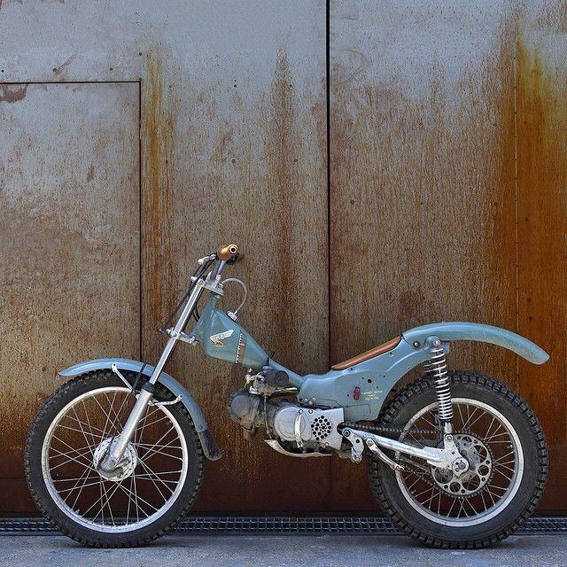 Honda Cub conversion. Perfect, I want this - and the knees to ride it now.