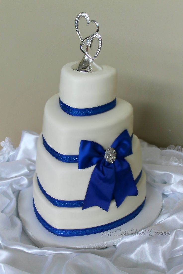 Wedding Cake Designs Blue And White : Best 20+ White Heart Shaped Wedding Cakes ideas on ...