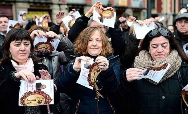 Ισπανία: Best seller βιβλίο που προστάζει τις γυναίκες να δείχνουν… υποταγή