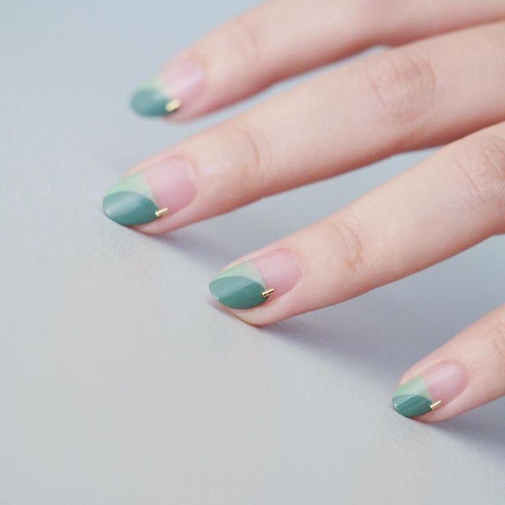 . ⛳️ . . #nails #naildesign #green