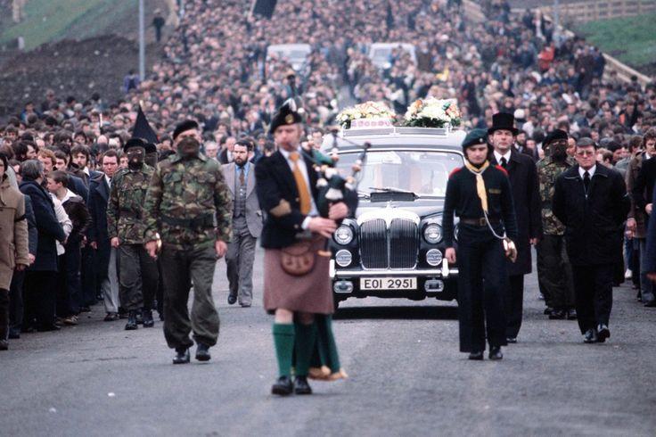 Les funérailles de Bobby Sands, activiste IRA et parlementaire Irlandais, mort en prison des suites de sa grève de la faim. Irlande. -- :P.... 30.000 Can't be wrong...MP... Bobby Sands,1981