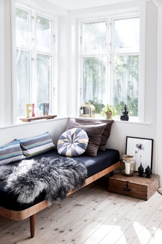 Corner bedroom with amazing natural light - I've rounded up some of my favorite interiors with gorgeous natural light. Paper & Stitch