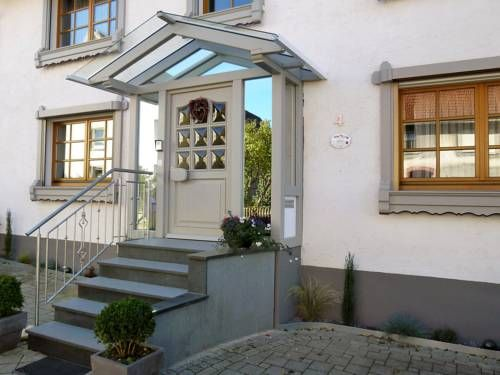 Apartment Donaueschingen Donaueschingen Apartment Donaueschingen offers accommodation in H?fingen, 29 km from Titisee-Neustadt and 35 km from Feldberg. The unit is 31 km from Schluchsee.  The kitchen is fitted with a microwave. A flat-screen TV is featured.