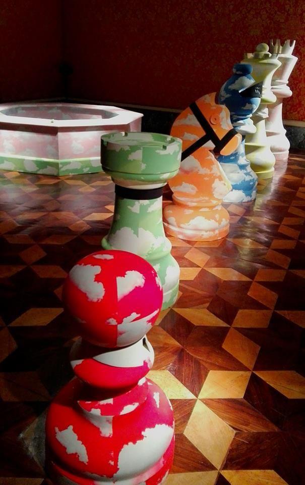 Ha ufficialmente aperto la mostra HO VISTO UN RE,un incontro tra arte, teatro, musica e moda per darevita a un percorso di sperimentazione intorno al materiale Alcantara® e all'Appartamento del P…