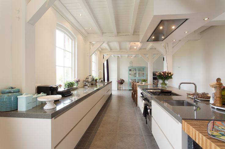 Prachtige moderne boerderij keuken: geplaatst door eigen vakmensen van Tieleman Keukens