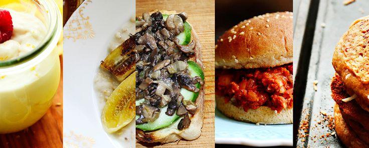 Вегетарианский завтрак – это не только смузи из зелени и фруктов. Кокосовые оладьи, овсяная каша с жареным бананом, лимонный курд – вариантов множество. Предложенные нами завтраки просты
